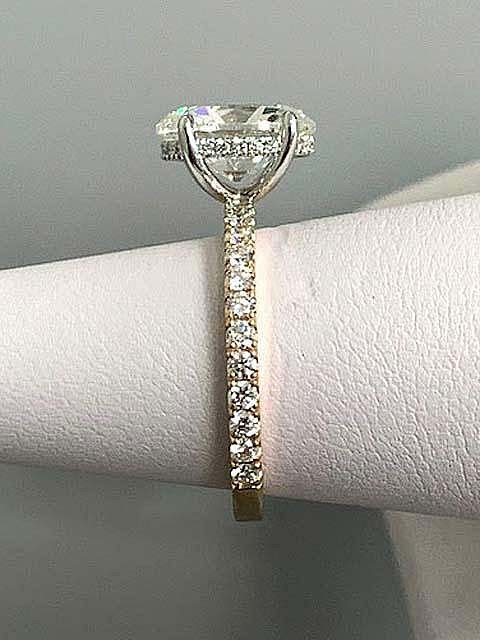 ENG. RING 18K T.T. w/0.56CT DIAM'S (center extra)